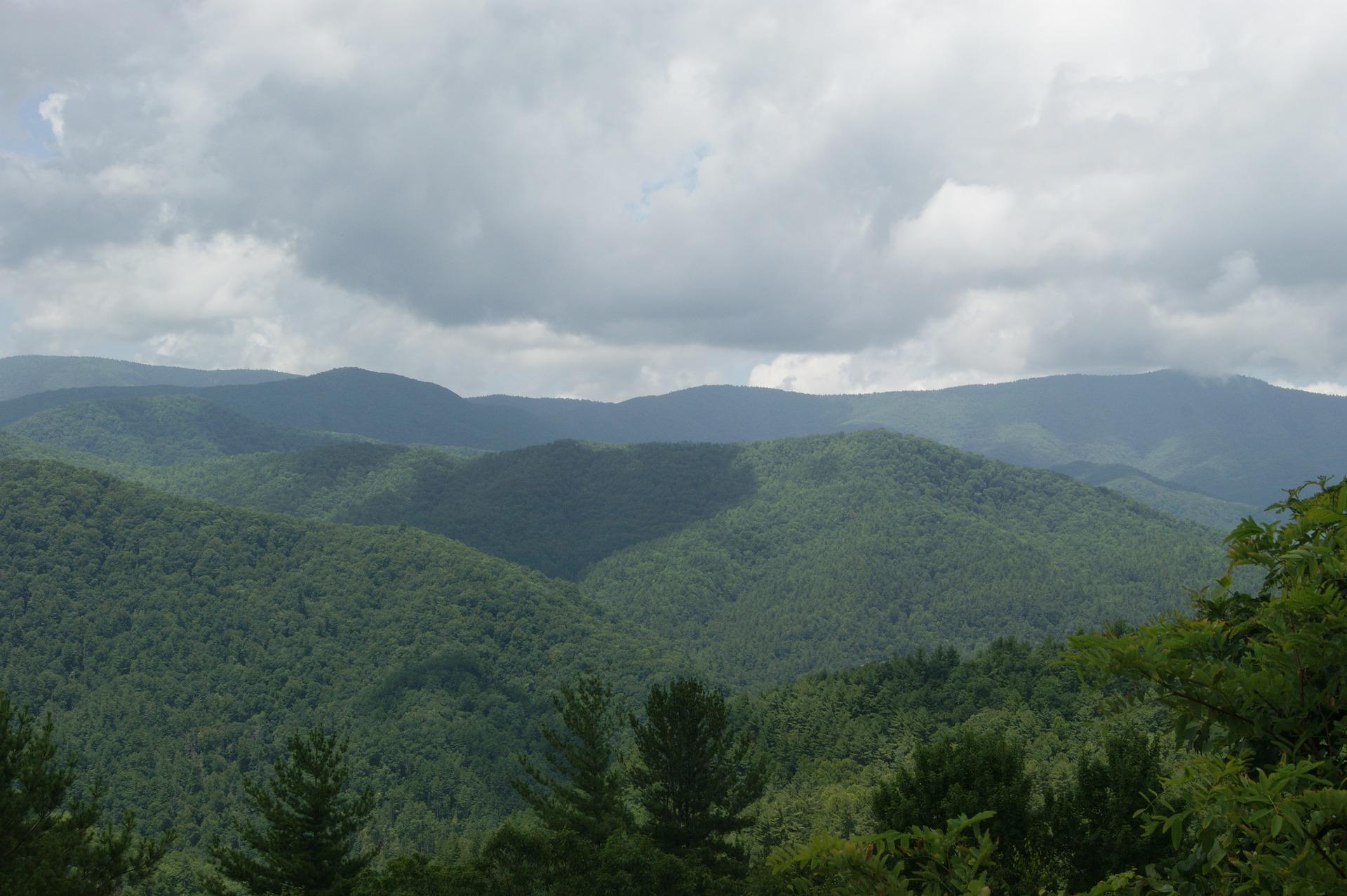 mountains-1754441_1920.jpg